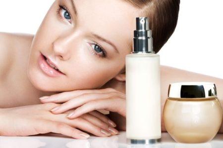 Косметика для лица: где и как хранить кремы