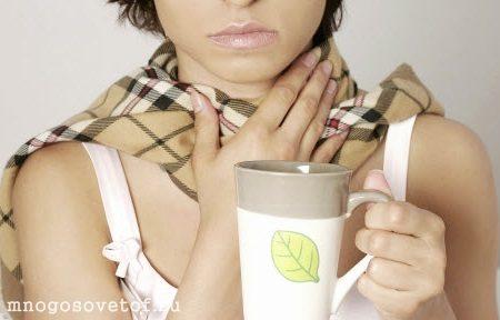 Обильное теплое питье при болях в горле