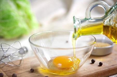 Питательная маска из желтка и оливкового масла
