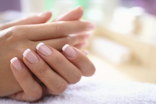 Слоятся ногти - что делать? Причины и лечение в домашних условиях